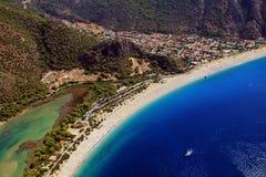 Paragliding de la costa costa de Oludeniz Foto de archivo libre de regalías