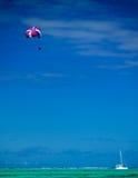 Paragliding en el Océano Índico Imagen de archivo libre de regalías