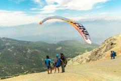Paragliding en Oludeniz, montaña Babadag, Turquía foto de archivo libre de regalías