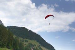 Paragliding en Suiza Foto de archivo