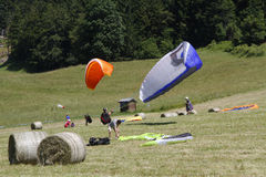 Paragliding in the fields Royalty Free Stock Photos