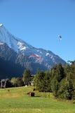 Paragliding i Chamonix, Frankrike Arkivbilder