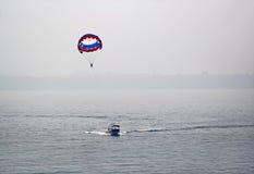 Paragliding i Goa Indien Royaltyfria Foton