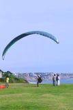 Paragliding i Miraflores, Lima, Peru Royaltyfria Bilder
