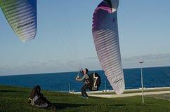 Paragliding kursowe lekcje dla nowych beginners na parku Zdjęcia Royalty Free