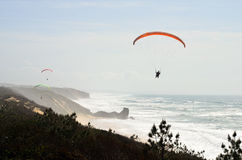 Paragliding over the Atlantic Ocean Royalty Free Stock Photos