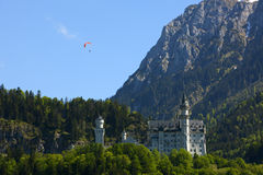 Paragliding over neuschwanstein castle Royalty Free Stock Photography