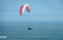 Paragliding over the pacific ocean Stock Photography