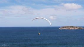 Paragliding på stranden