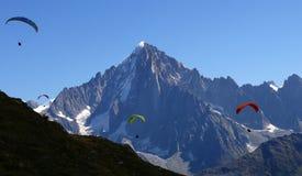 Paragliding przy Aiguille De Dru fotografia stock