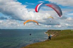Paragliding przy linią brzegową Obraz Royalty Free