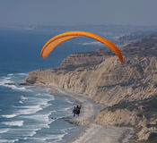 paragliding skjutit bedöva Arkivbild
