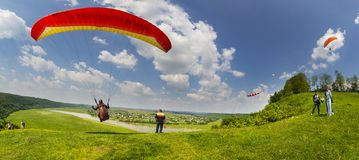 Paragliding sport in the sky Royalty Free Stock Photos