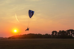 Paragliding into the sunset Royalty Free Stock Photography