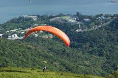 Paragliding - ta av royaltyfri fotografi