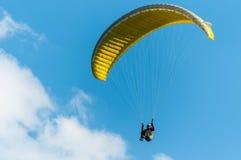 Paraglidingflyg Arkivfoto