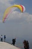 Paraglidingkonkurrens i Indonesien arkivfoto