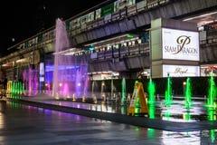 Paragon Siam Bangkok centrum handlowe w nocy scenie na Kwietniu 24 2017 Fotografia Stock