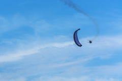 Paragraaf-motorzweefvliegtuig het vliegen Stock Foto