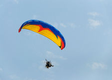 Paragraaf-zweefvliegtuig en blauwe hemel Stock Afbeeldingen