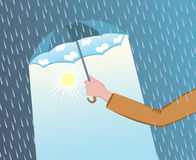 Paraguas abierto de la tenencia de la mano del hombre Foto de archivo