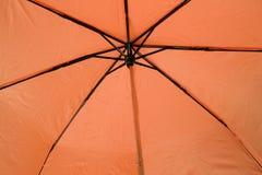 Paraguas anaranjado Fotografía de archivo libre de regalías