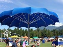 Paraguas azul foto de archivo libre de regalías