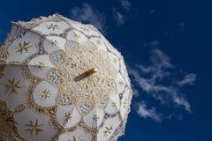 Paraguas blanco Imagenes de archivo