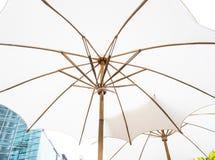 Paraguas blanco Fotos de archivo