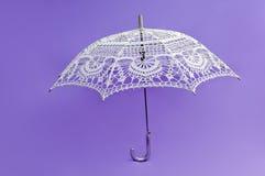 Paraguas blanco Crocheted Imagen de archivo libre de regalías