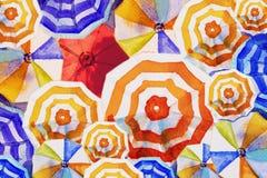 Paraguas coloreado multi, opinión superior de pintura de la acuarela ilustración del vector