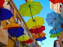 Paraguas coloridos en el Croacia hermoso foto de archivo libre de regalías