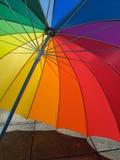 Paraguas con colores del arco iris Fotos de archivo libres de regalías