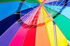Paraguas con colores vibrantes Imagen de archivo libre de regalías