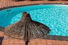 Paraguas de la paja Imagen de archivo