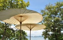 Paraguas del bambú del balneario Foto de archivo