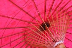 Paraguas del color de rosa impactante Imágenes de archivo libres de regalías