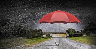 Paraguas del color en cielo Técnicas mixtas Imagen de archivo libre de regalías