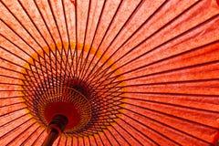 Paraguas del rojo del estilo japonés Fotos de archivo libres de regalías
