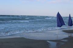 Paraguas del verano en el viento Imágenes de archivo libres de regalías