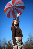 Paraguas del wih de la muchacha imagenes de archivo