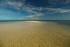 Paraguas en la isla abandonada Imagenes de archivo