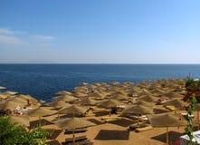 Paraguas en la playa Imagen de archivo libre de regalías