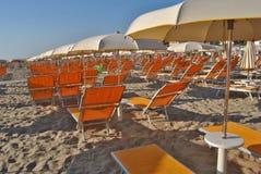 Paraguas en la playa Imagen de archivo