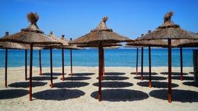 Paraguas en la playa Imagenes de archivo