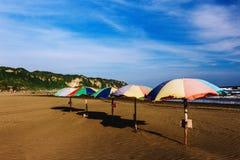 Paraguas en la playa Foto de archivo libre de regalías