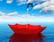 Paraguas flotante rojo en el mar Imagen de archivo libre de regalías