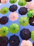 Paraguas multicolores Imágenes de archivo libres de regalías