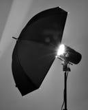Paraguas negro del estudio Imagen de archivo libre de regalías