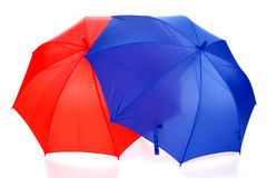 Paraguas rojo y azul Imagen de archivo